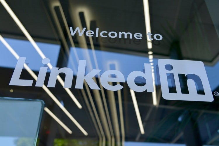 4 LinkedIn Job Hunting Tips to Keep in Mind - See Here