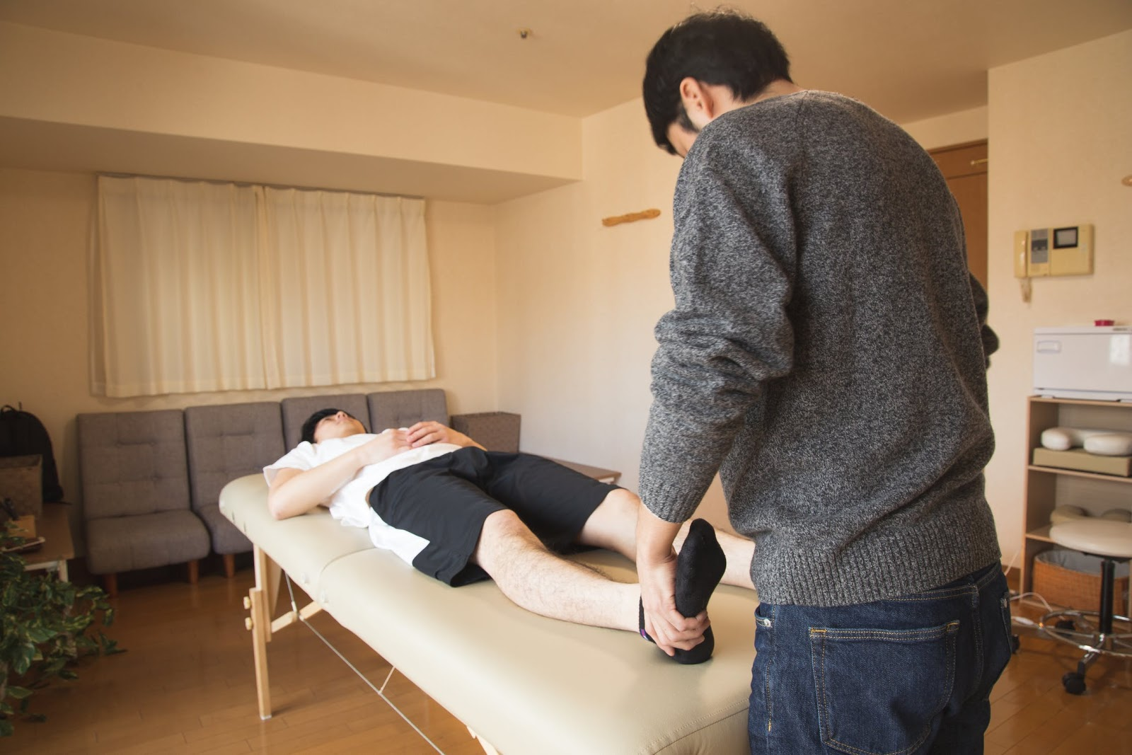 How to Work as a Physiotherapist Assistant