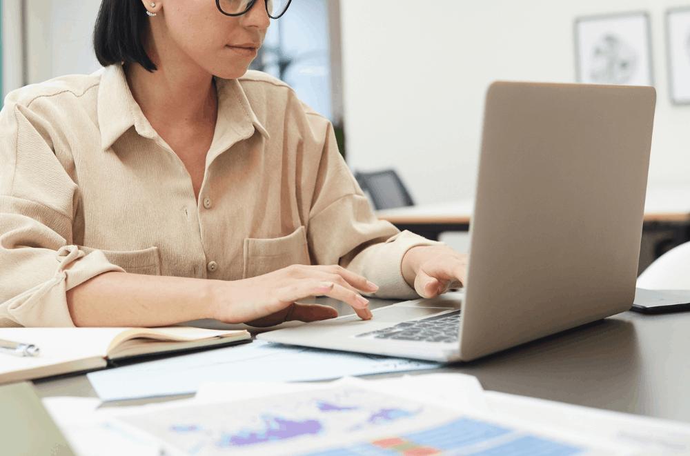 Designhill – Find a Job